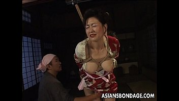 Bound Japanese MILF groans while her pussy is teased 7 min