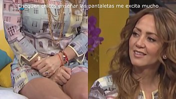 Amateurs celebrities upskirt blog Andrea legarreta excitada enseñando pantaletas