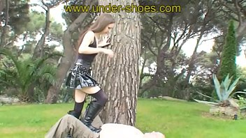 Miss Arella Empusa outdoor balls and face punishement