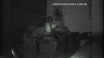Equipamento de segurança com nightshot grava vídeo de casal fodendo no sofá da sala 67秒