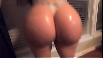Big jiggly ass walking