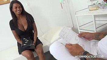 Amazing sex bomb has an intimate checkup