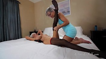 Sharing a New Toy with My Girlfriend 21 min