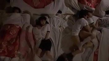xxxฟรีกลุ่มนักเรียนสาวไปเข้าค่ายโดนครูหื่นลักหลับในห้องนอน