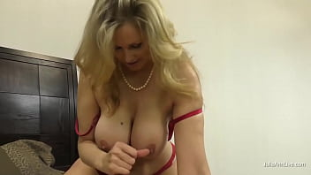 Potty Mouth Cougar Julia Ann Gives You The Ultimate Dick Milking POV! 5分钟