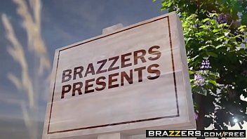 Brazzers - Milfs Like it Big - Pervert In The Park scene starring Alexis Fawx Romi Rain and Keiran L