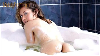 Melody thornton nude pics - Espuma en el jacuzi / foam in the jacuzzi