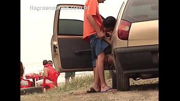 Casal safado faz sexo oral em público na praia de Mongaguá - SP thumbnail