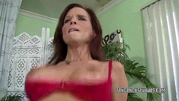 Развратная мамочка Syren De Mer трахает свою зрелую си