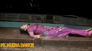 Naked pakistani teens - New mujra in rain wet