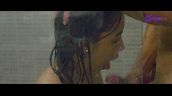 joven de 18 años tienes sexo con el fontanero en la ducha