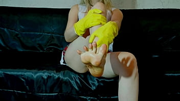 Sweaty Student girl With No Panties Under Her Skirt Does Her First Foot Fetish In Oil