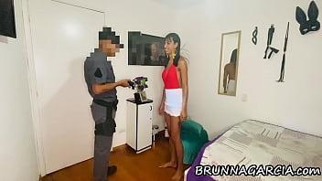 POLICIA INVADE MEU APÊ ACHANDO QUE ROUBEI ALGUMA COISA. PROVEI PRA ELE QUE SOU INOCENTE | BRUNNAGARCIA.com | anal | hardcore | cumshot | caseiro