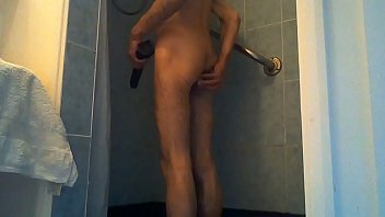 Tuga Shower With a Friend