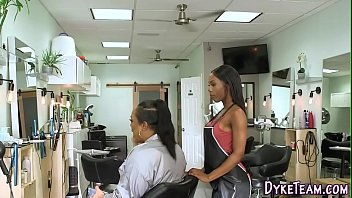 Black lesbian gets oral [레즈비언 lesbian]