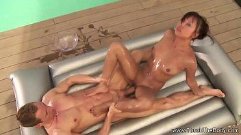 Asian Goddess Nuru Sex Massage 13分钟
