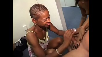 Two black whores suck and ride on white stud's dick before sharing his jizz 10分钟