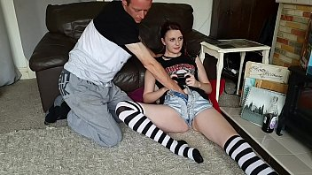 Streaming Video Gamer girl gets ficked while playing- short version - XLXX.video