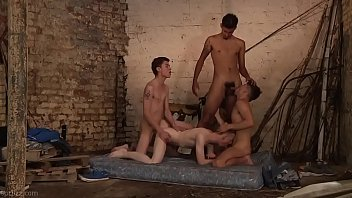 Adorable twinks orgy 21分钟