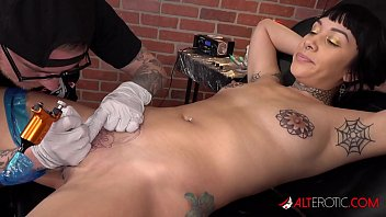 Selena Savage gets a pussy tattoo then sucks two dicks porno izle