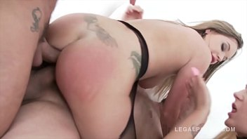 Big butt sluts Roxy Black & Rachel Richey anal DP with 2 HUGE cocks Vorschaubild