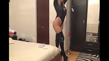 Usb thumb boot - Cam girl in leo tights boots