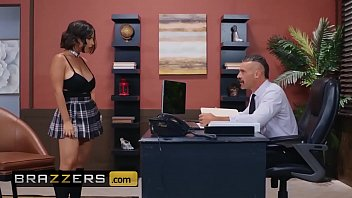 Streaming Video Big Tits at School - (LaSirena69, Charles Dera) - An Exotic And Erotic Student - Brazzers - XLXX.video