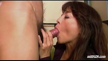 Mature Woman Giving Blowjob Fucked Fingered While Squirting By Young Guy On The 9分钟