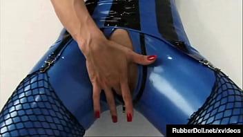Sex Craved Shiny Snatches RubberDoll & Raven Black Dildo Fuck & Cum!