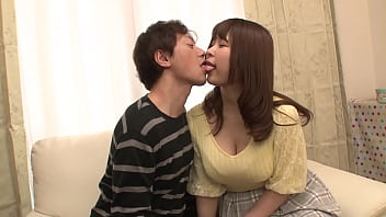 "https://bit.ly/3AkIRHL 一个处女仆人,为了赶走成为跟踪狂的前男友,决定冒充隔壁女孩的男朋友。当她被迫说""如果你是情人,你可以在这里做爱""时,她说,""因为我在约会,我可以做我能做的…!""[第2部分]"