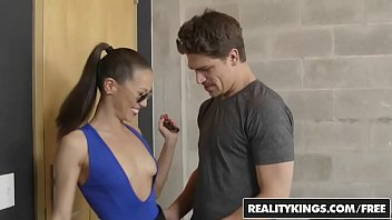 Big dick hunter 2002 - Realitykings - milf hunter - bruce venture kalina ryu - ryu time