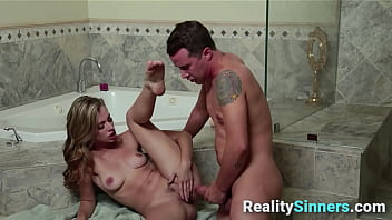 Adorable Babe Shot With Sperm On Her Face - RealitySinners.com