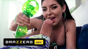 (Keira Croft) And Her Stepdad (Steve Holmes) Use Anal Sex Squirting To Cool Down From The Heat - Brazzers