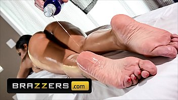 Big Booty (Havana Ginger) Gets Wet After Getting Massaged Asks For Her Pussy To be Fucked - Brazzers