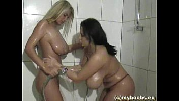 Aneta buena thumbs In-an-shower
