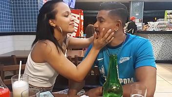 Casal Ed j. e Carolina Carioca curtindo a noite