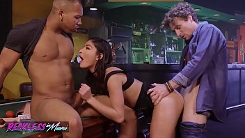 Streaming Video Reckless in miami - (Emily Willis) - The Hustle - XLXX.video