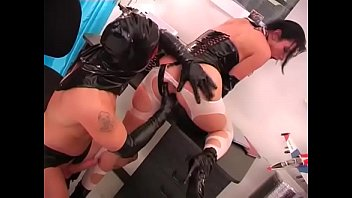 Hot slut leather gerie fucked by a hardck