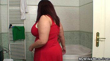 Chubby huge boobs motherinlaw riding in bathroom