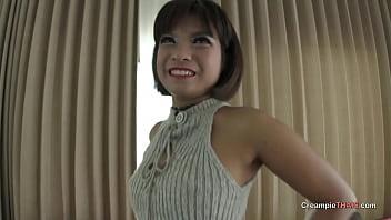 Potent floods Thai girl's pussy