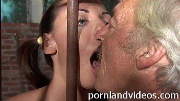 Kitty y. slut sucking old pervert cock 7分钟