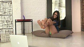 Petite amateurs webcam seduction 10 min