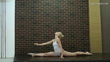Hot teen babe does gymnastics naked Dora Tornaszkova