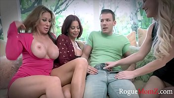 LUCKY GUY gets to fuck MILF MOMS Vorschaubild