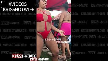 Kriss Hotwife Curtindo e Rebolando a Raba Com Biquini Socado Bem Gostoso