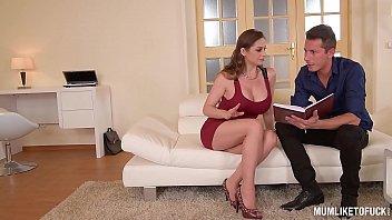 Mom Next door Cathy Heaven goes wild in DP Threesome 25分钟