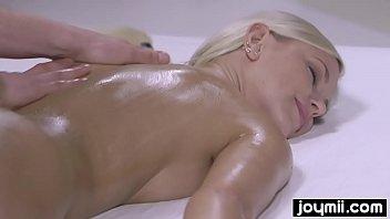 wild fucking nuru massage with blonde perfection 8分钟