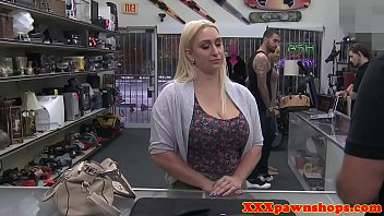 Curvy pawner pussyfucked by horny pawnbroker 5分钟