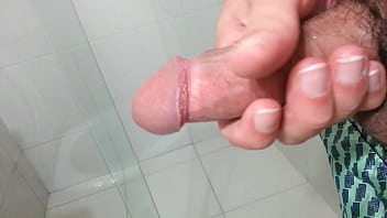 Massive Cumshot, first pouring, then squirting 46 sec