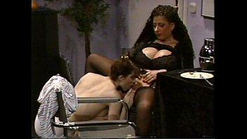 Procace Tiziana Redford in Lingerie Nera scena lesbica